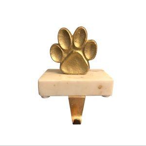 Dog leash holder on marble block